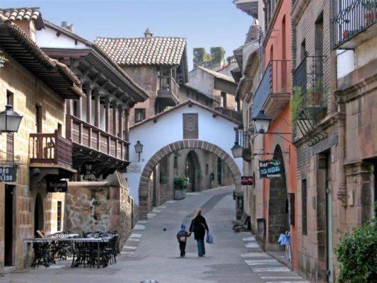 Poble Espanyol: Un pueblo dentro de la ciudad - lugares