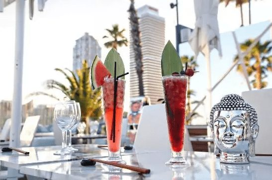 La felicidad es Barcelona con vistas al mar y una shisha - bar-y-restaurantes