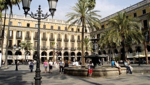 Historia y belleza: La Plaza Real de Barcelona - lugares