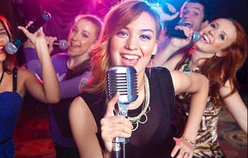 Karaoke Barcelona donde puedes demostrar tus dotes de canto - bar-y-restaurantes