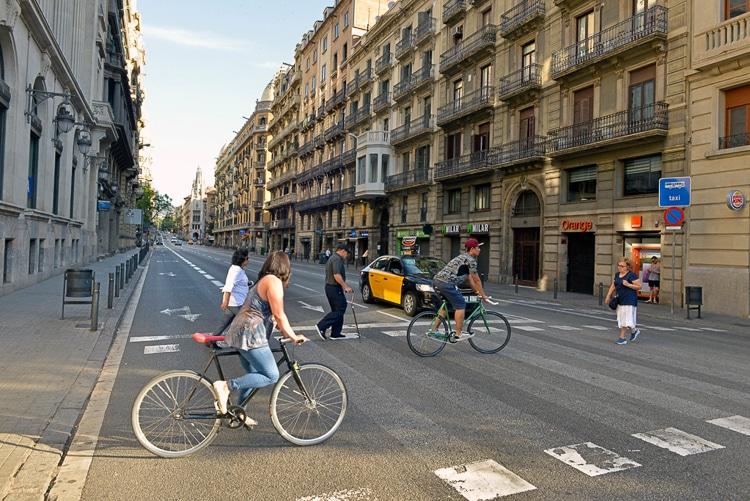 Barcelona en bici: Los ciclistas ya no pueden circular por las aceras - novedades