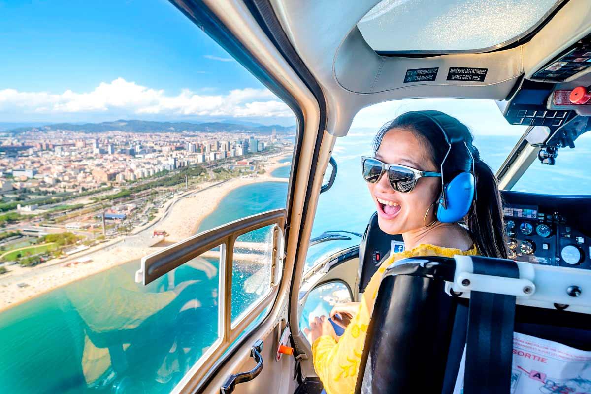 Haz un sobrevuelo sobre la bella Barcelona en helicóptero - novedades