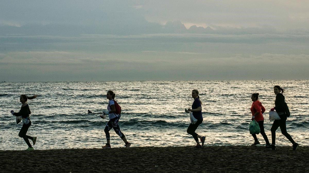 Plogging en Barcelona: corre y recoge plástico por la playa - novedades, lugares