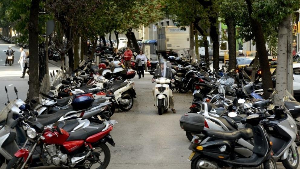 Cómo debes aparcar tu moto para no ser multado - novedades, lugares