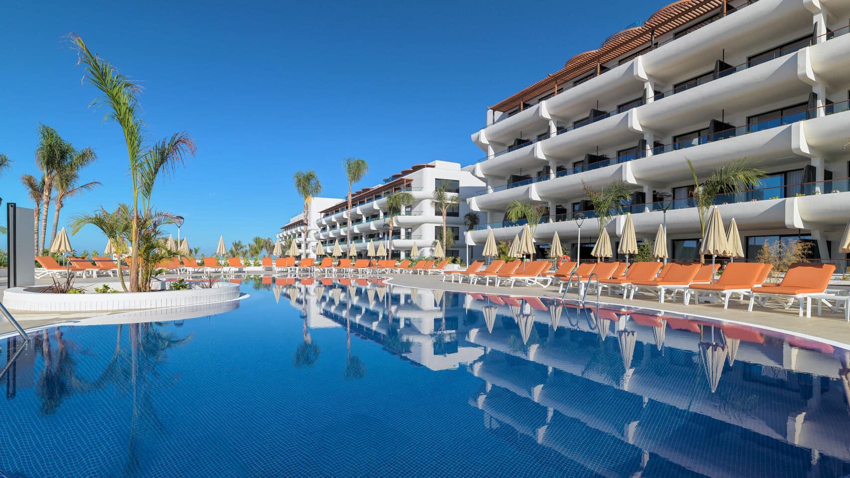 Estos hoteles abrirán sus piscinas al público en lo que queda de verano - novedades, lugares